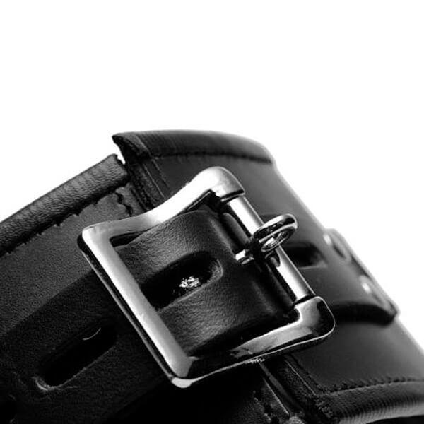 Strict-Leather-Læder-BDSM-Halsbånd-med-Front-Ring-04